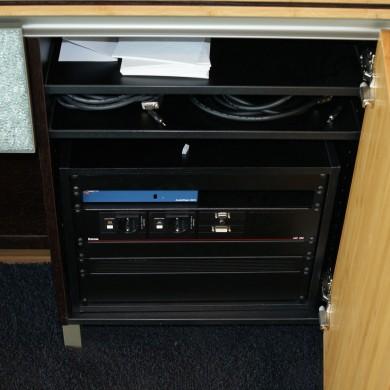 KPMG Den Haag audio visuele apparatuur(MK2) in dressoir