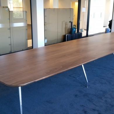 Pink+Nelson ICF boardroomtafel